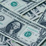 Dollar Recovers from 2-Year Low Amid Hopes of Stimulus Deal